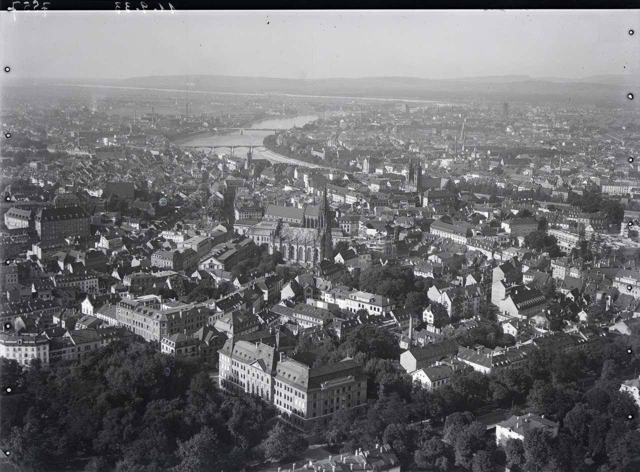 lossy-page1-1280px-ETH-BIB-Basel_Altstadt-Inlandfluge-LBS_MH01-007557.tif.jpg